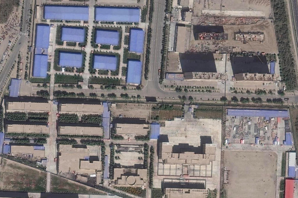 F:\cina\A satellite image taken in September shows an internment camp in Xinjiang. xinjiang-labor5-jumbo.jpg
